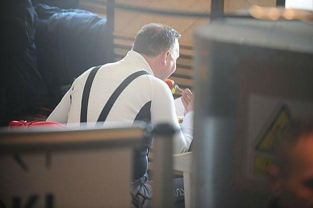 Burza o posiłek prezydenta Andrzeja Dudy na Kasprowym Wierchu. Kiełbaska czy faszerowany pomidor?