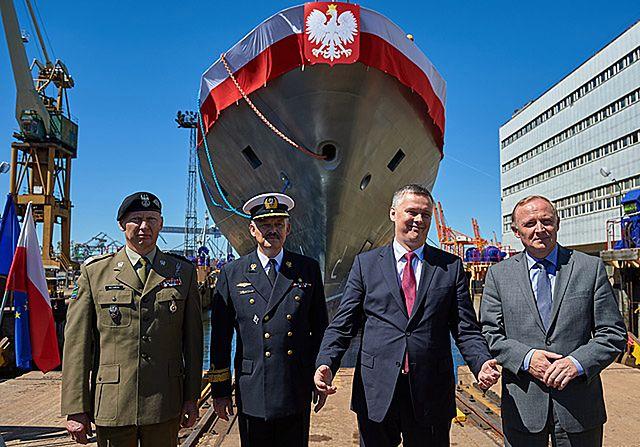 """Wodowanie okrętu patrolowego ORP """"Ślązak"""" - zdjęcia"""