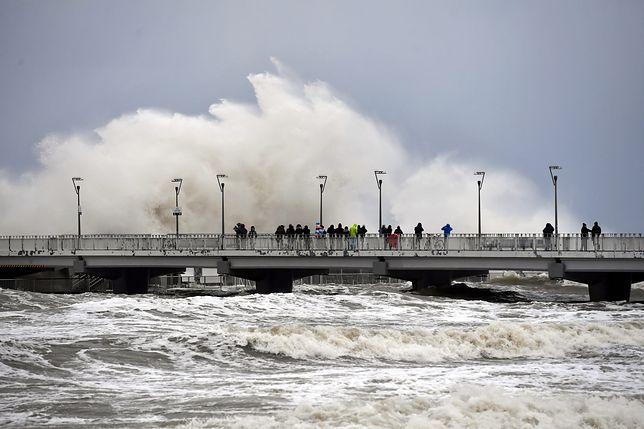 Nad Bałtykiem w Kołobrzegu jest silny sztorm