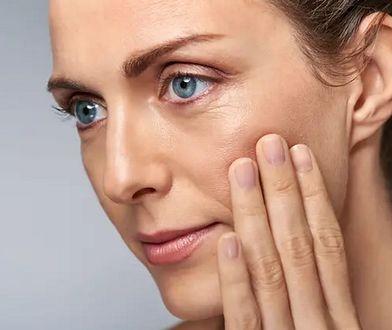Wyraźny kontur twarzy, płytsze zmarszczki i lepszy koloryt cery - odpowiedni kosmetyk potrafi zdziałać cuda