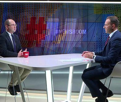 #Newsroom. Gośćmi programu byli Krzysztof Brejza i Adam Bielan