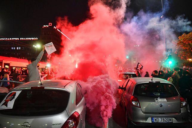 Strajk Kobiet w całej Polsce. Na zdjęciu manifestujący z Warszawy