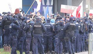 Warszawa. Protest antycovidowców. Interweniuje policja
