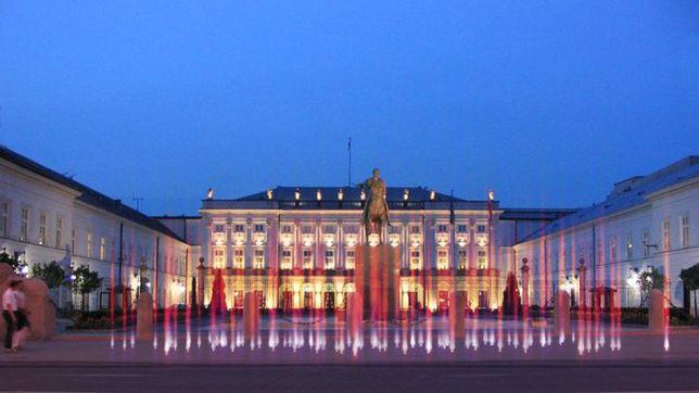"""Pomnik smoleński jednak przed Pałacem? Jóźwiak: """"będziemy rozmawiać"""""""