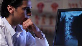 Lekarz postawił złą diagnozę. Ból w szyi okazał się bardzo groźną infekcją (WIDEO)