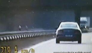 """Spieszył się po nocnej zmianie. Jechał """"tylko"""" 220 km/h"""