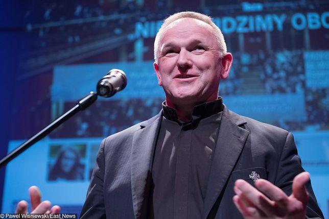 Ks. Lemański krytykuje archidiecezję warszawską za milczenie w sprawie pedofilii.