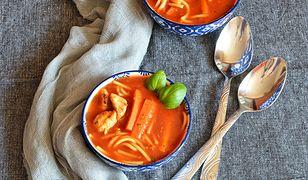 Zupa pomidorowa z makaronem i mięsem