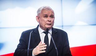 Jarosław Kaczyński zdecydował, że nagrody dla urzędników rządu trafią do Caritas.
