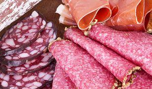 Kupując salami w sklepach spożywczych, trzeba uważać