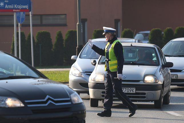Kradzieże samochodów. W akcji więcej policjantów