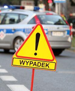 Warszawa. Wypadek na ul. Czecha. Jeden z samochodów dachował