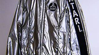 Kosmiczna kurtka Atari sprzed lat na aukcji