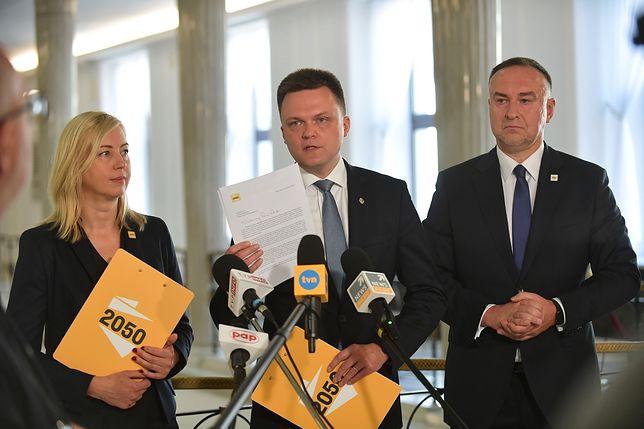 """Szymon Hołownia uważa, że to Jarosław Kaczyński jest """"osobą decyzyjną"""" w sprawie uchodźców"""