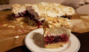 Ciasto z malinami, galaretką i bezą. Nie zostanie nawet okruszek