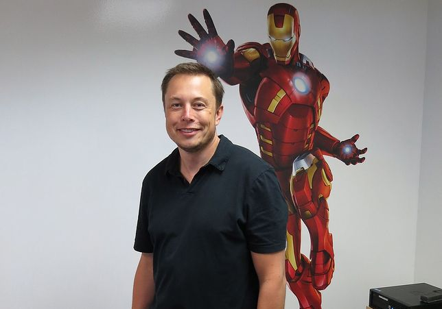 "Elon Musk ""gra mitem samotnego innowatora"""