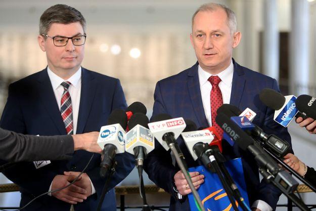 Jan Grabiec (L) i Sławomir Neumann (P)