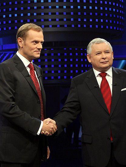 Tusk nokautuje Kaczyńskiego w debacie