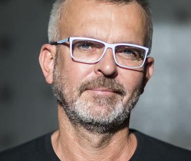 """Wojciech Tochman, autor książek """"Schodów się nie pali"""", """"Wściekły pies"""", """"Jakbyś kamień jadła"""" i """"Dzisiaj narysujemy śmierć""""."""