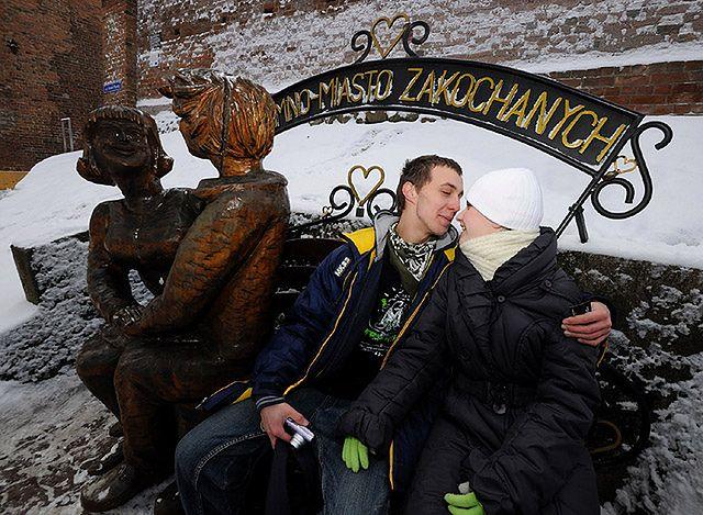 Ławeczka zakochanych - konieczny element odwiedzin w Chełmnie