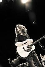 ''Zniewolony'': Chris Cornell śpiewa dla zniewolonego Chiwetela Ejiofora