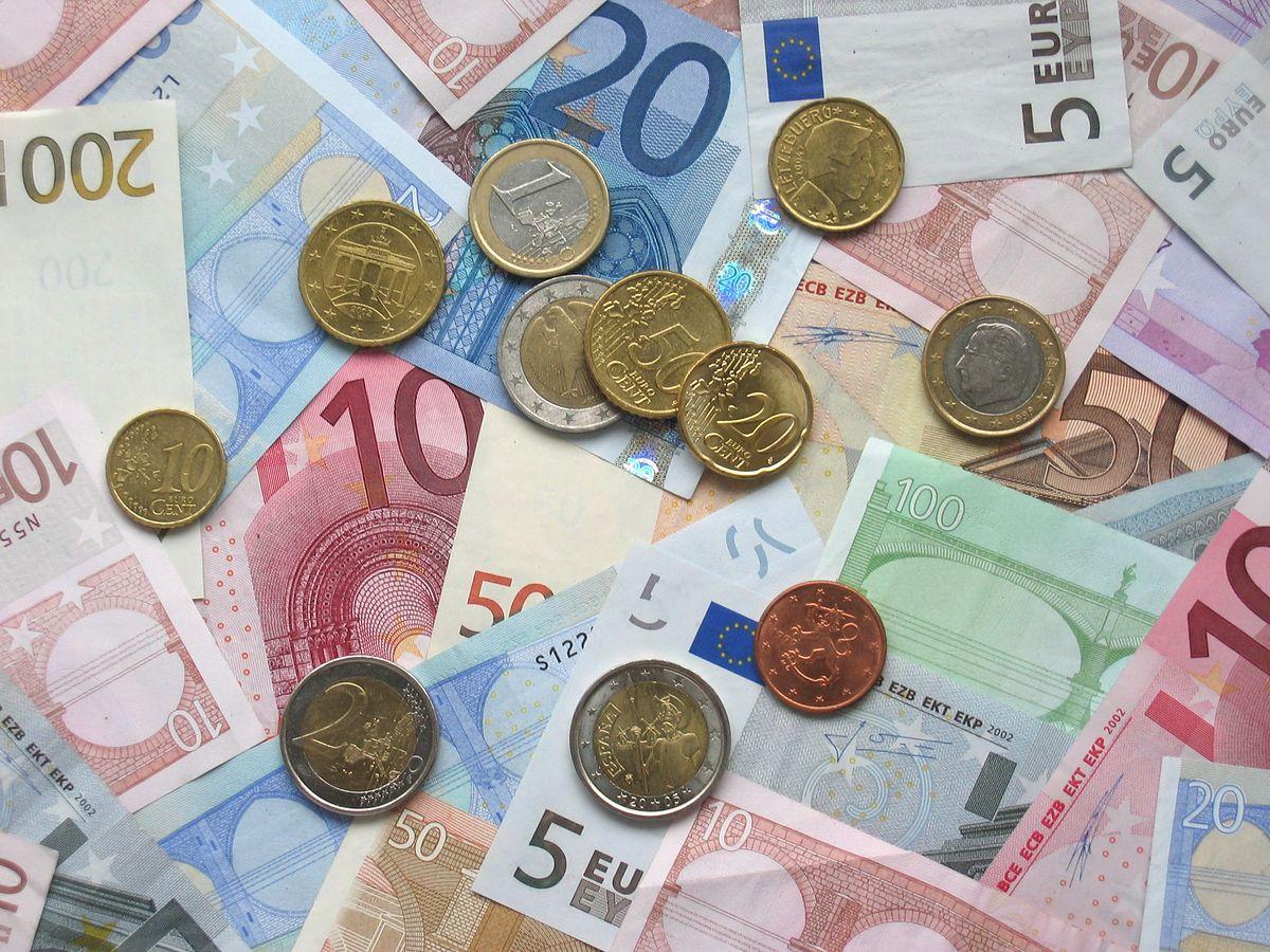 Euro w Polsce w 2025 roku? Ekonomiści komentują scenariusz szybkiego przyjęcia wspólnej waluty