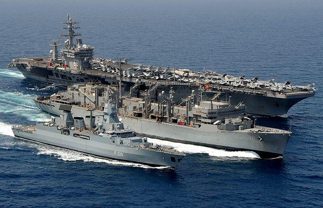 Wspaniałe zdjęcia amerykańskiej marynarki wojennej: 1 z 16