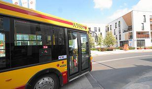 Drzwi w autobusie linii 192 zamknęły się wyjątkowo szybko, nie dając szans matce na opuszczenie pojazdu