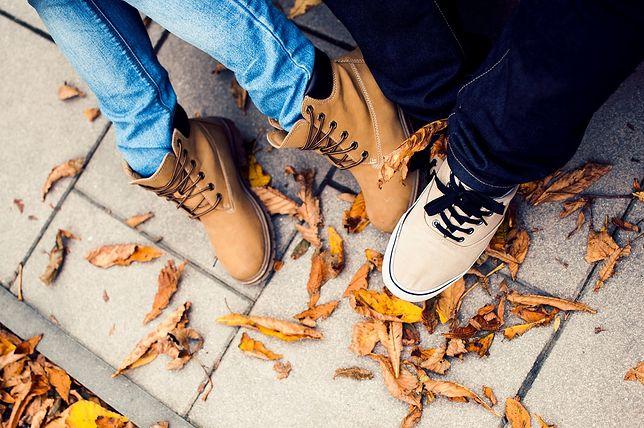 Modne trapery na jesień. Jak nosić?