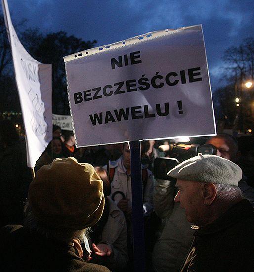 Dwie manifestacje pod Wawelem - może być gorąco na ulicach Krakowa