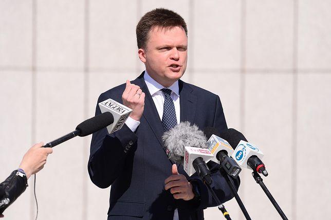 Szymon Hołownia na konferencji prasowej pod Sejmem, 7.04