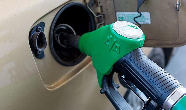 Na początek miesiąca spadki cen paliw