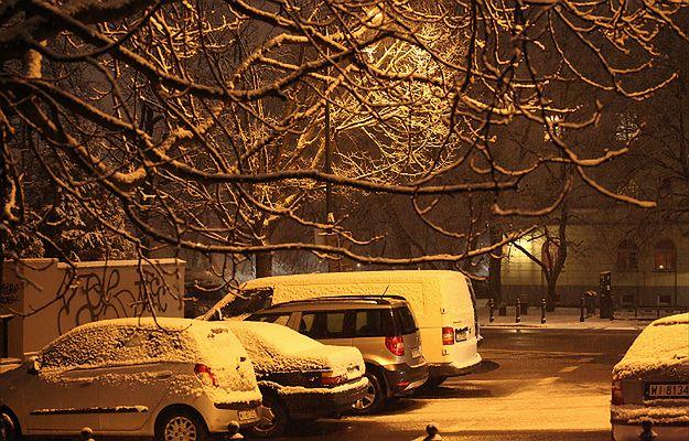 IMGW ostrzega przed opadami śniegu i silnego wiatru prawie w całej Polsce