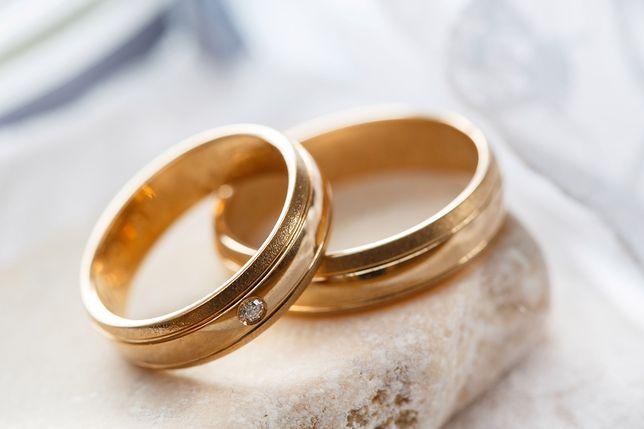 Młody mężczyzna wziął ślub, aby uniknąć wojska