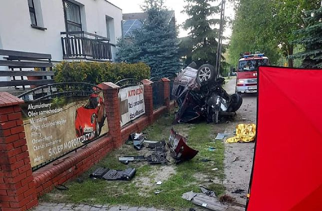 Tragiczny wypadek. Pasażerka zginęła, kierowca walczy o życie