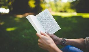 Piekary Śląskie. Można czytać książki albo smsy…z biblioteki