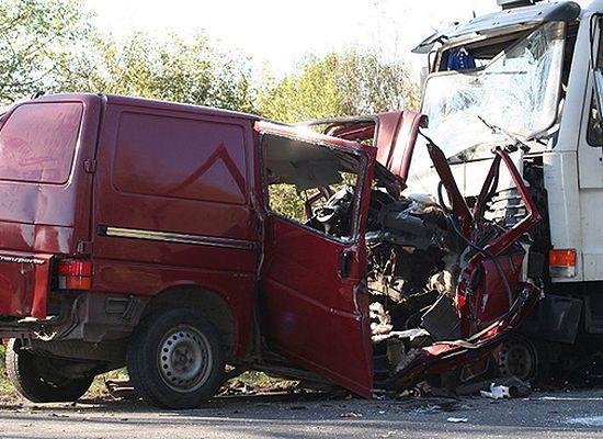 Zidentyfikowano 8 osób spośród 18 pasażerów busa