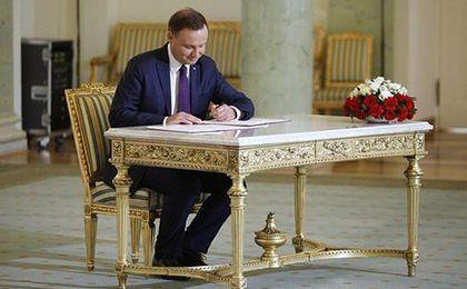 Prezydent pokazał ustawę frankową. Będzie zwrot spreadów i zmuszenie banków, by same rozwiązały problem