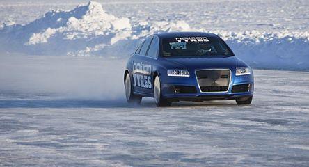 Nowy rekord prędkości na lodzie