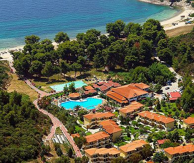 Hotel Poseidon na Półwyspie Chalkidiki leży bardzo blisko plaży z łagodnym wejściem do morza