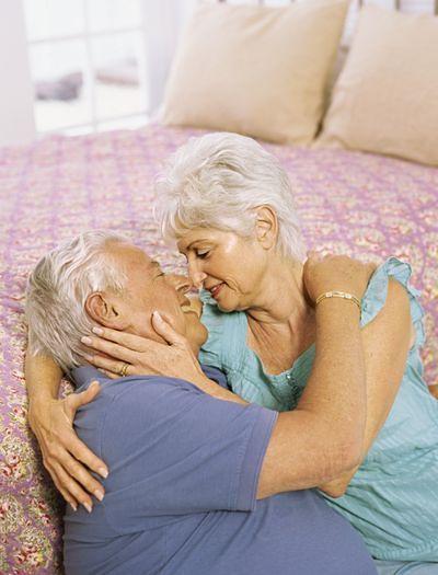 Mężatki/żonaci i starsze osoby mają mniejszą ochotę na seks