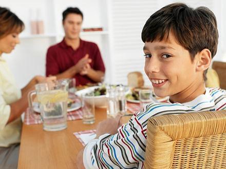 Rodzinne posiłki metodą na niejadka?