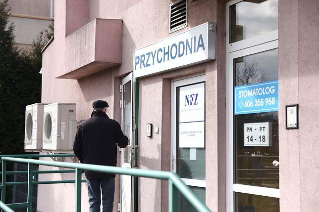 Koronawirus w Polsce. Nie wszystkie przychodnie podstawowej opieki zdrowotnej są zamknięte. Pielęgniarki mówią nam o tym, jak ciężko ich POZ-y pracują