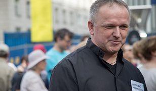 Ks. Wojciech Lemański pojawił się przed Sejmem, aby powitać niepełnosprawnych, którzy zawiesili protest