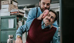 """Nieobliczalny, nieznośny, żenujący i... zabawny Piotr Polak jako Michał, szef Kropliczanki w """"The Office PL"""""""