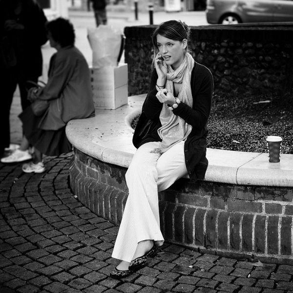 """Warszawa. Celebryci pod ostrzałem oszustów. Stołeczna policja ostrzega przez kradzieżami """"na policję"""""""