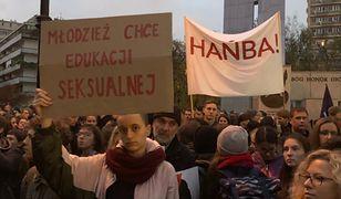 """""""Jesień Średniowiecza"""". Protesty przeciwko obywatelskiemu projektowi ustawy """"Stop pedofilii"""""""