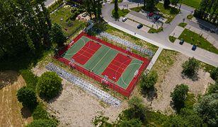 Bielsko-Biała. Można grać w piłkę nożną, ręczną, siatkówkę i koszykówkę. Boisko gotowe