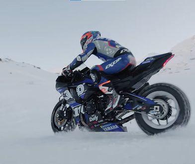 Wjechał motocyklem na stok narciarski. Zabawa w czasach koronawirusa