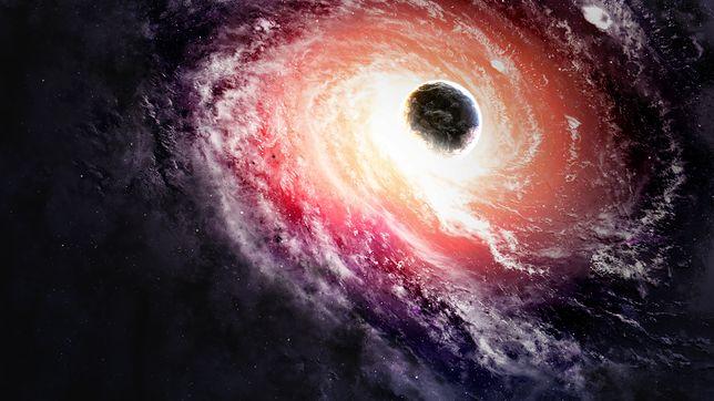 Galaktyka z trzema supermasywnymi czarnymi dziurami